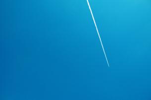 飛行機雲の写真素材 [FYI00210478]