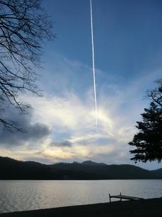飛行機雲の写真素材 [FYI00210490]