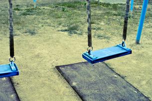 公園の青いブランコの写真素材 [FYI00210556]