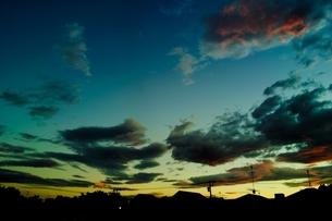 夕焼け空と住宅街の写真素材 [FYI00210557]