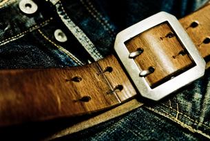 レザーのベルトとジーンズの写真素材 [FYI00210563]