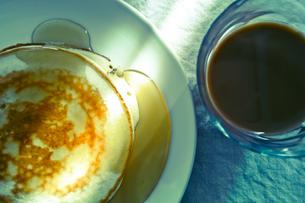 パンケーキとコーヒーの写真素材 [FYI00210578]