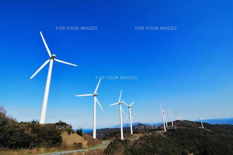青空と風車の写真素材 [FYI00210627]
