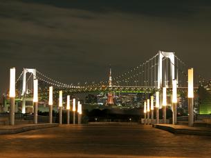 レインボーブリッジと東京タワーの写真素材 [FYI00210635]