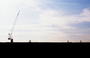 空とクレーンの写真素材 [FYI00210668]