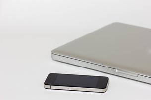 スマートフォンとパソコンの写真素材 [FYI00210671]