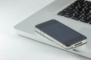 スマートフォンとパソコンの写真素材 [FYI00210687]