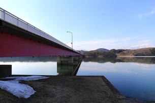 岩手山と御所湖と繋大橋の写真素材 [FYI00210812]
