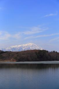 岩手山と御所湖の写真素材 [FYI00210819]