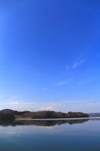 岩手山と御所湖の写真素材 [FYI00210822]