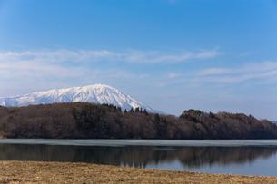 岩手山と御所湖の写真素材 [FYI00210835]