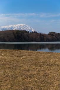 岩手山と御所湖の写真素材 [FYI00210836]