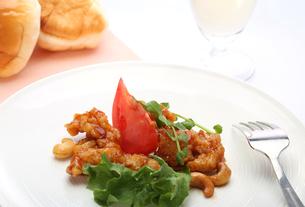 イタリア風若鶏のカシューナッツ ソテー の写真素材 [FYI00212272]