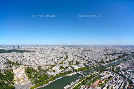 快晴のパリを一望(エッフェル塔からの眺め)の写真素材 [FYI00212296]
