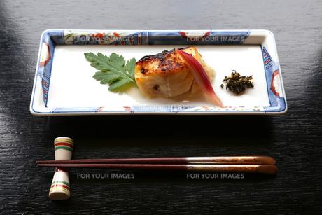 白身魚の照り焼きの写真素材 [FYI00212376]