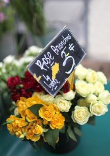 パリ、マルシェのお花屋さんの写真素材 [FYI00212489]