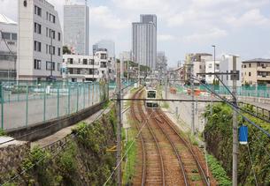 千登世橋より(ちとせばし)都電荒川線を望むの写真素材 [FYI00212493]