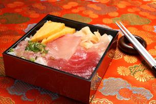 三種のマグロ丼の写真素材 [FYI00212495]