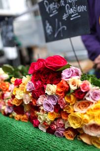パリ、マルシェの花屋の写真素材 [FYI00212585]