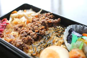 牛肉のお弁当 の写真素材 [FYI00212677]