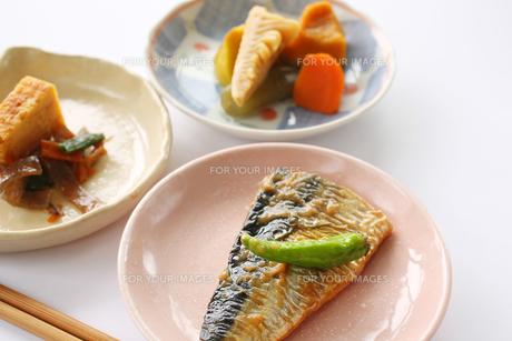 日本の食卓イメージ おかず(サバ味噌)の写真素材 [FYI00212684]