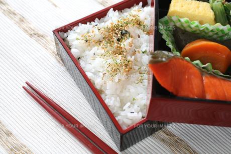 鮭弁当 アップイメージ の写真素材 [FYI00212686]