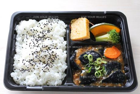 茄子味噌のお弁当の写真素材 [FYI00212689]