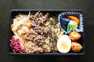牛肉のお弁当の写真素材 [FYI00212699]