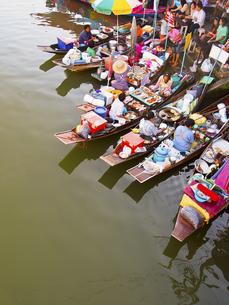 アムパワー水上マーケットの写真素材 [FYI00212943]