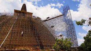 アバヤギリ大塔 Abhayagiri Dagobaの写真素材 [FYI00213029]