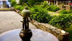 仏歯寺にある噴水の写真素材 [FYI00213032]