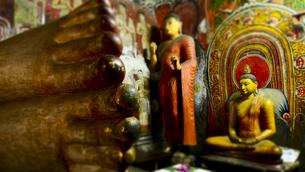 ダンブッラ石窟寺院 第一窟の写真素材 [FYI00213043]