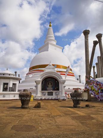 トゥーパーラーマ・ダーガバ Thuparama Dagobaの写真素材 [FYI00213045]