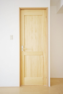 木製のドアの写真素材 [FYI00213198]