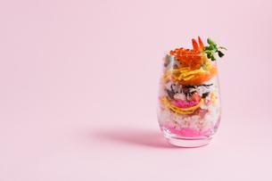 デコレーションちらし寿司の写真素材 [FYI00213222]