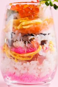 デコレーションちらし寿司の写真素材 [FYI00213232]