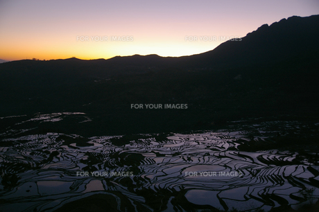 元陽の日の出の写真素材 [FYI00213252]