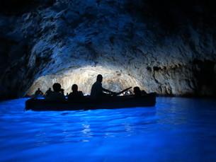青の洞窟 Grotta Azzurraの写真素材 [FYI00213943]
