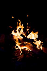 焚き火の写真素材 [FYI00214068]