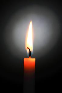 ロウソクの炎の写真素材 [FYI00214220]