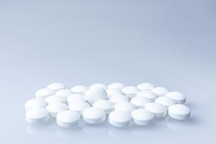 白い錠剤の素材 [FYI00214313]