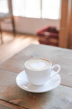 窓辺のカフェの写真素材 [FYI00214324]