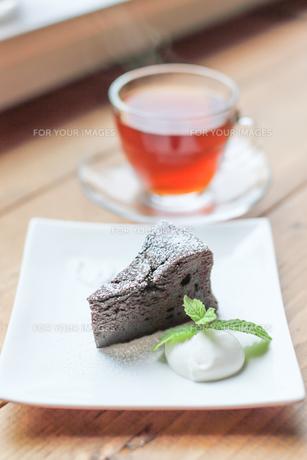 ケーキと紅茶の写真素材 [FYI00214375]