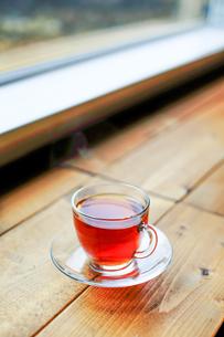窓辺で紅茶の素材 [FYI00214413]