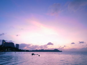 グアム・タモンの海・夕焼けの写真素材 [FYI00215519]