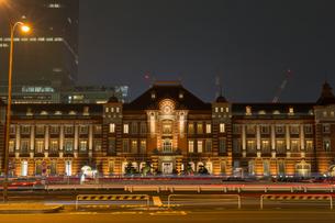 東京駅の夜景の写真素材 [FYI00215717]