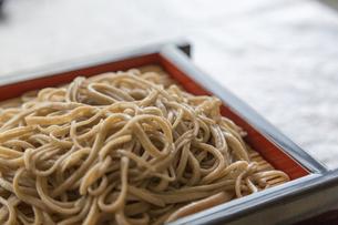 せいろに盛られた蕎麦の写真素材 [FYI00215763]