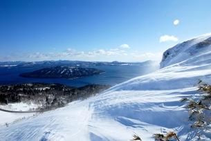 冬の美幌峠からの屈斜路湖の素材 [FYI00215794]