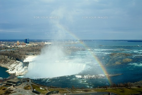 ナイアガラの滝にかかる虹の写真素材 [FYI00215822]