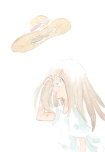 麦わら帽子を飛ばされている女性の写真素材 [FYI00216148]